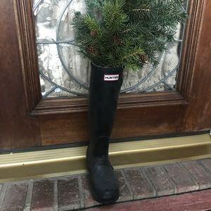 SINGLE Black Hunter Rain Boot for Decor